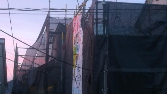 近所の塗装工事中の様子