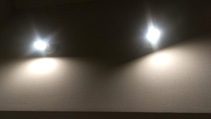 吹き抜けのシーリングファンと照明