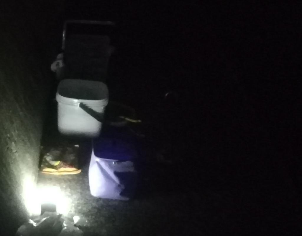 夜釣りの堤防